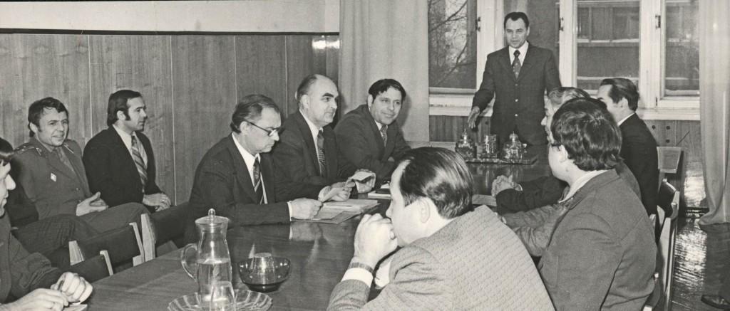 В.Г.Балуев проводит совещание
